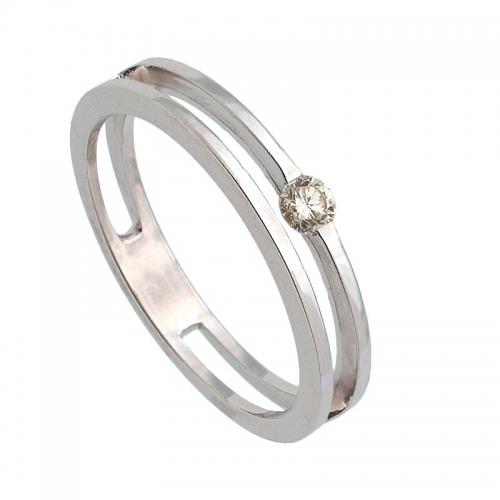 Sortija de oro blanco con dos anillos unidos y diamante central  - 1